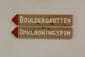 Skilt for faciliteter i odense klatreklub